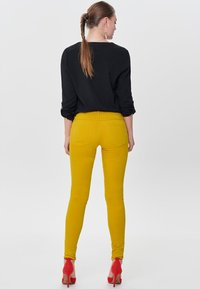 ONLY - RAIN - Jeans Skinny - yellow - 2