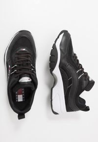 Tommy Jeans - HERITAGE RUNNER - Sneakers basse - black - 1