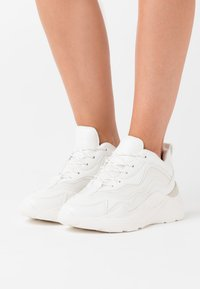 Topshop - CANCUN CHUNKY TRAINER - Sneakers basse - white - 0
