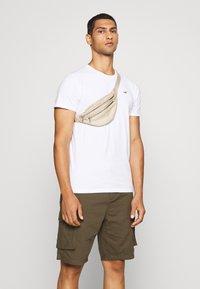 Hollister Co. - SEASONAL CREW 3 PACK  - T-shirt med print - blue - 6