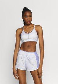 Nike Performance - INDY SKY BRA - Sports-BH'er med let støtte - light thistle/white - 0