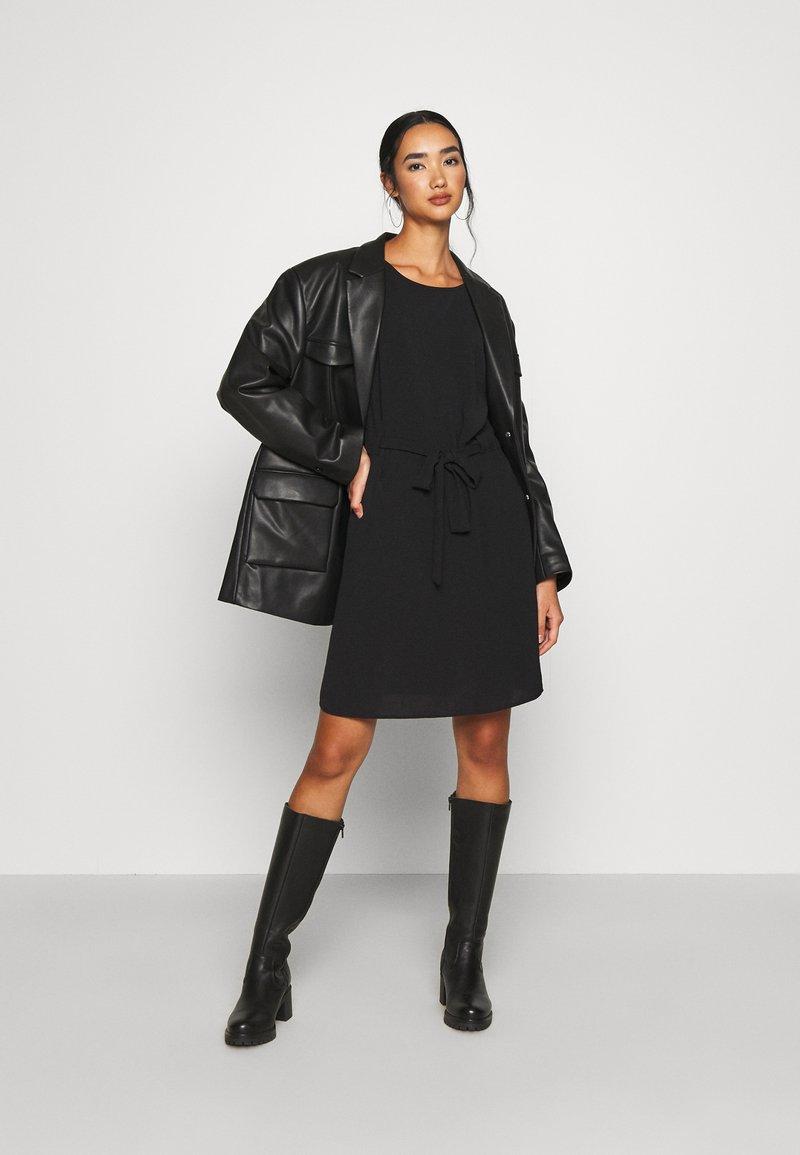 Vila VIRASHA DRESS - Freizeitkleid - black/schwarz Zjcu0Q