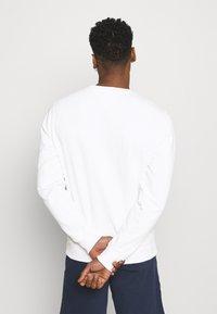 Tommy Jeans - TIMELESS CREW  UNISEX - Sweatshirt - white - 2
