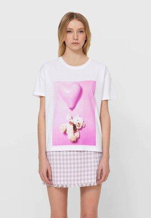 BÄR VALENTINSTAG  - Print T-shirt - white