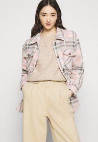 ONLY - ONLOLIVIA O NECK - Maglione - nude - 4