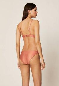 OYSHO - KLASSISCHER BIKINISLIP IN KUPFERROT 30723368 - Bikini bottoms - coral - 2