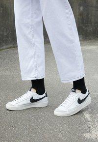 Nike Sportswear - BLAZER '77 - Trainers - white/black - 2