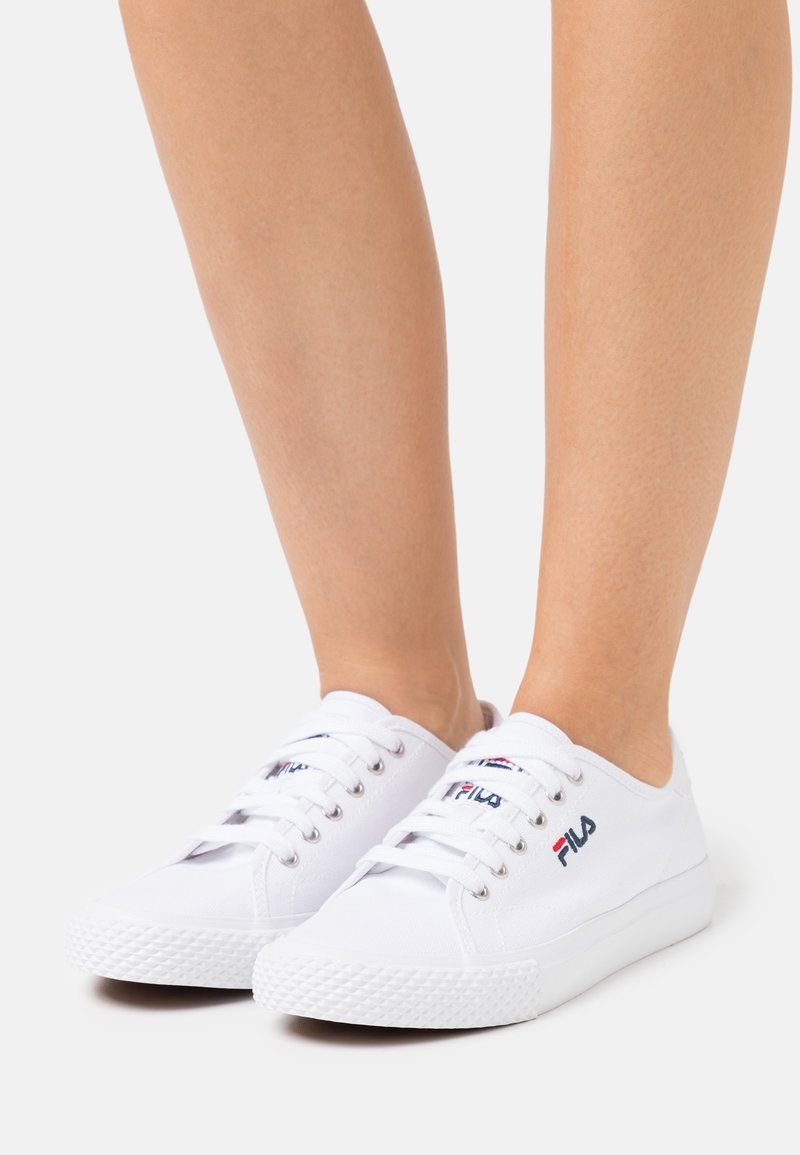 Fila - POINTER CLASSIC - Sneakersy niskie - white