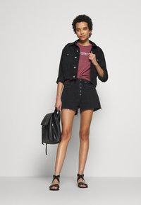 Abercrombie & Fitch - MOM SHANK - Short en jean - black - 1