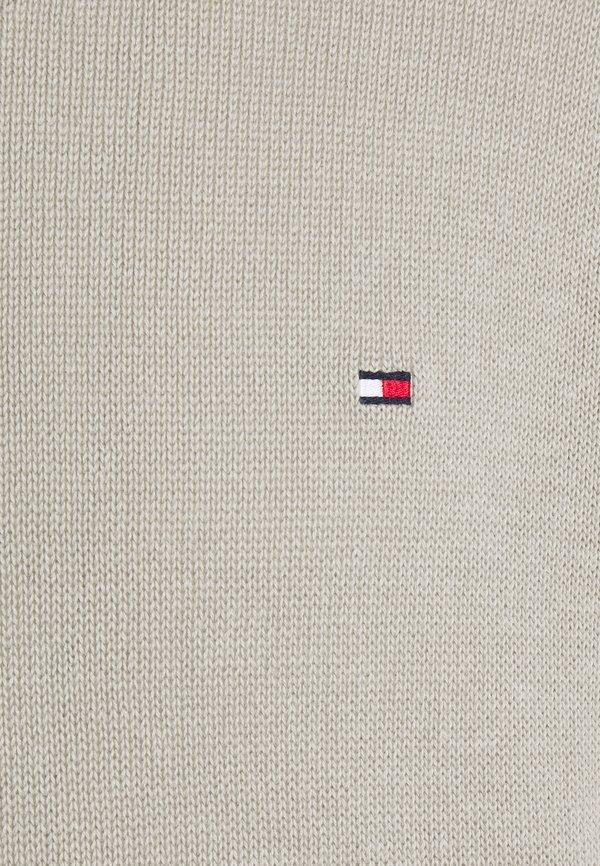 Tommy Hilfiger ULTRA LIGHTWEIGHT C NECK - Sweter - sand/piaskowy Odzież Męska RTHV