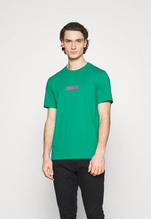 STAR CHEVRON BOX SHORT SLEEVE TEE - T-Shirt print - court green