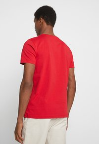 Tommy Hilfiger - LOGO TEE - Print T-shirt - red - 2