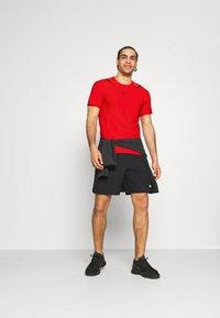 Nike Performance - T-shirts med print - university red/black - 1