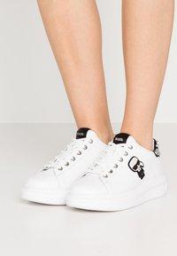 KARL LAGERFELD - KAPRI IKONIC STUD TAB - Sneakersy niskie - white/black - 0