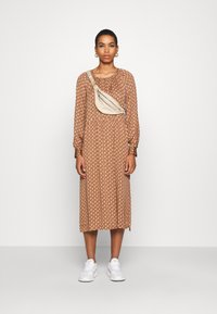 Second Female - TOVE DRESS - Maxi šaty - ginger root - 1