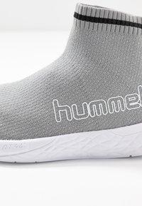 Hummel - TERRAFLY SOCK RUNNER  - Vysoké tenisky - silver - 2
