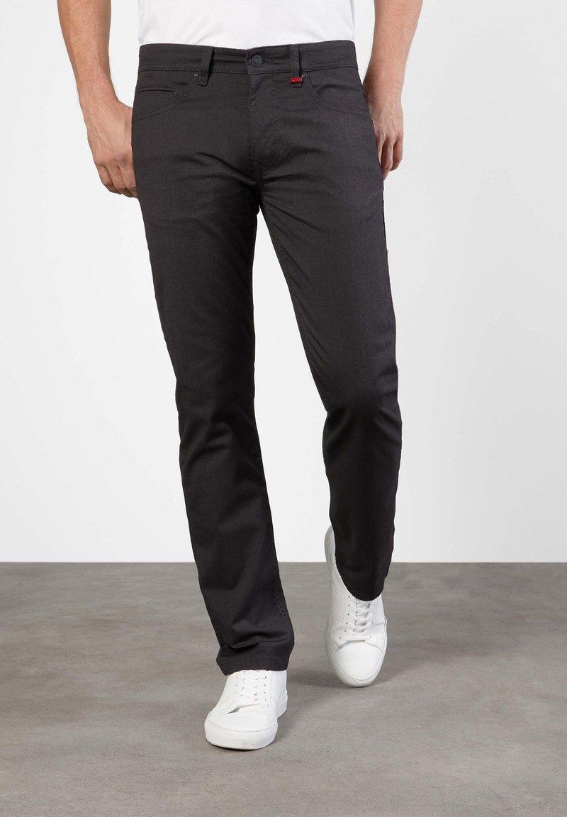 MAC Jeans - ARNE GRAUTÖNE - Slim fit jeans - grey stone