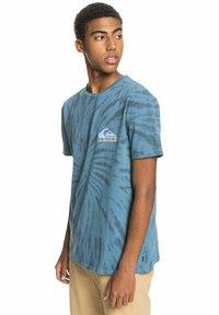 Quiksilver - SLOW LIGHT - Print T-shirt - captains blue - 0