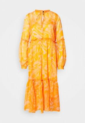 YASSWIRLY MIDI DRESS - Hverdagskjoler - cadmium yellow