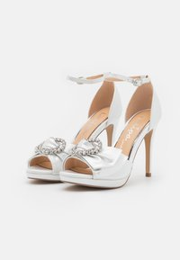 Lulipa London - JOJO - Korkeakorkoiset sandaalit - white shimmer - 2