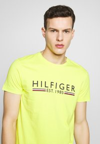 Tommy Hilfiger - TEE - T-shirt con stampa - green - 3