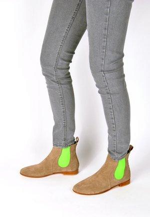 CHELSEA BOOT TILDA CHELSEA BOOT - Korte laarzen - taupe neon grün