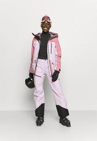 Peak Performance - VERTICAL 3L JACKET - Ski jacket - frosty rose - 1