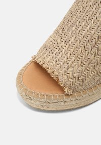 Kanna - CAPRI - Heeled mules - natural/beige - 7