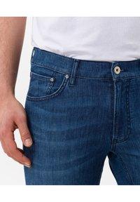 BRAX - STYLE CHUCK - Slim fit jeans - regular blue used - 3