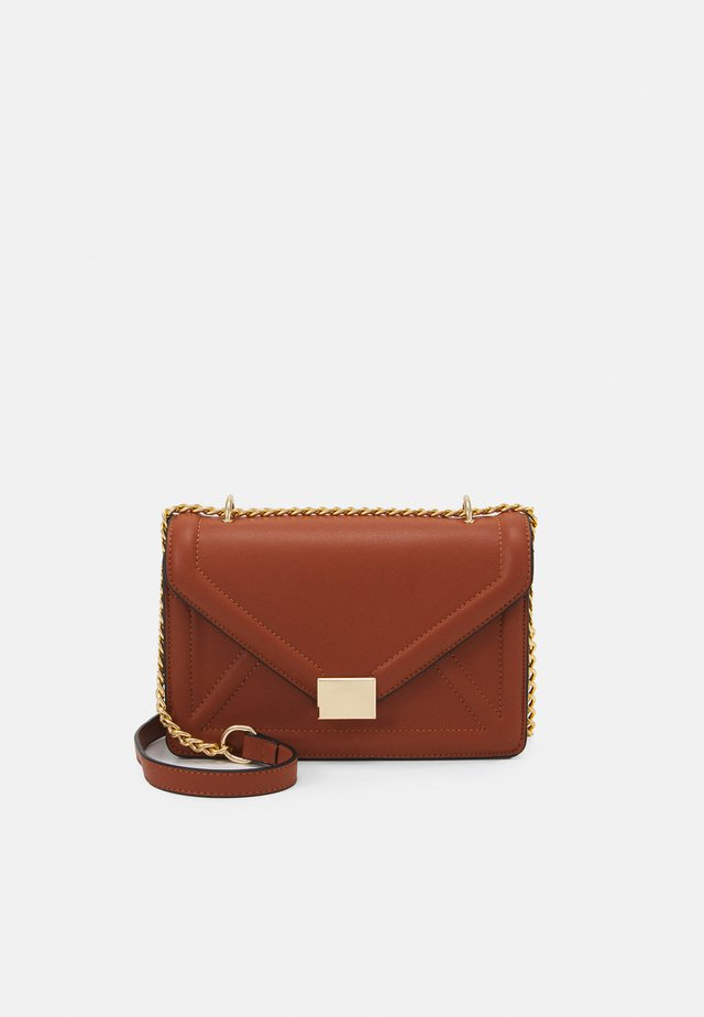 ENVELOPE BOXY XBODY BAG - Sac bandoulière - tan