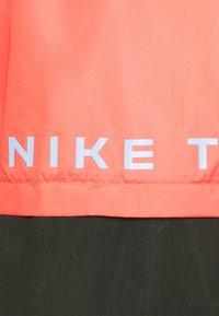 Nike Performance - TRAIL - Běžecká bunda - magic ember/light soft pink/aluminum - 2