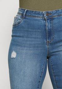 Vero Moda Curve - VMTANYA CUT - Jeans Skinny Fit - medium blue denim - 5
