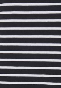 Tommy Hilfiger Curve - TEE REGULAR FIT FLAG - Print T-shirt - desert sky/white - 2