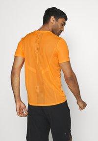ASICS - VENTILATE - Print T-shirt - orange pop - 2