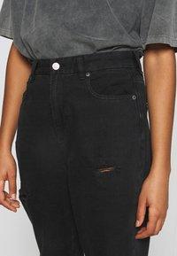 American Eagle - CURVY MOM  - Slim fit jeans - destroyed black - 4