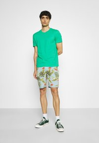 INDICODE JEANS - FLOWERS - Shorts - blue wave - 1