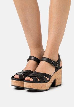 Sandały na platformie - alfa nero