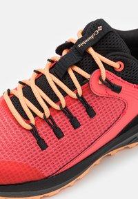 Columbia - TRAILSTORM WP - Zapatillas de senderismo - red coral/peach - 5