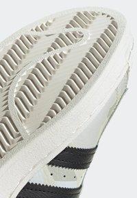 adidas Originals - SUPERSTAR SHOES - Baskets basses - white - 11