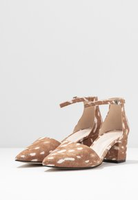 Bianco Wide Fit - WIDE FIT BIADIVIDED - Pumps - light brown - 4