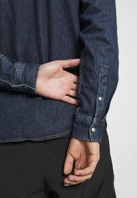 Calvin Klein Jeans - SKATE  - Shirt - denim medium - 5