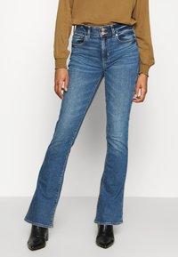 American Eagle - HI RISE ARTIST FLARE  - Flared Jeans - classic medium - 0