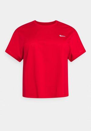PLUS - Basic T-shirt - university red/white