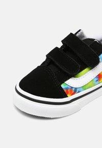 Vans - OLD SKOOL UNISEX - Zapatillas - multi/true white - 6