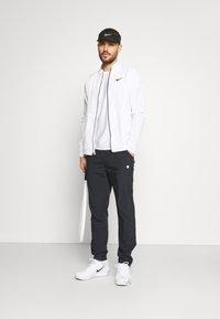 K-SWISS - HYPERCOURT TRACKSUIT PANT - Teplákové kalhoty - blue graphite - 1