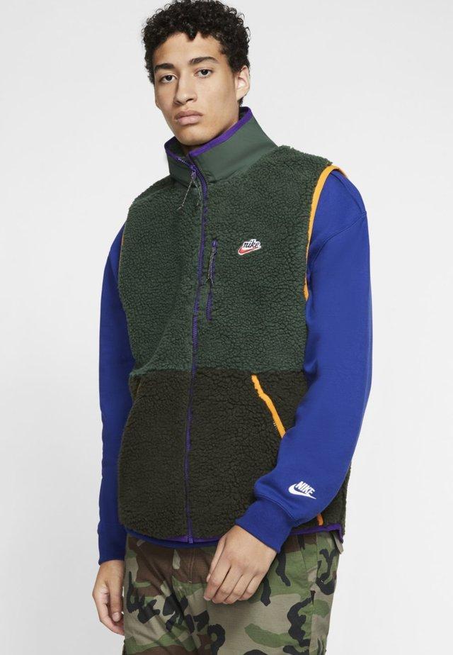 VEST WINTER - Waistcoat - green
