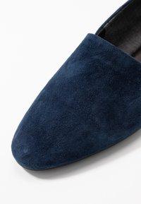Vagabond - SANDY - Nazouvací boty - dark blue - 2