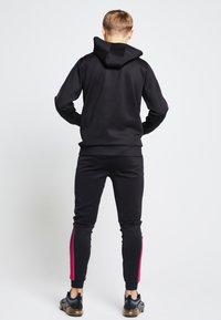 SIKSILK - LONDON JUNIORS  - Hoodie - black /pink - 1