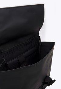 Rains - BUCKLE BAG UNISEX - Mochila - black - 2