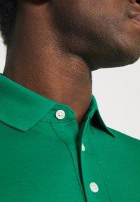 Tommy Hilfiger - 1985 SLIM - Poloshirts - courtside green - 4